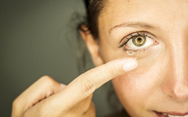 Kontaktlinsen rechts links von mir aus
